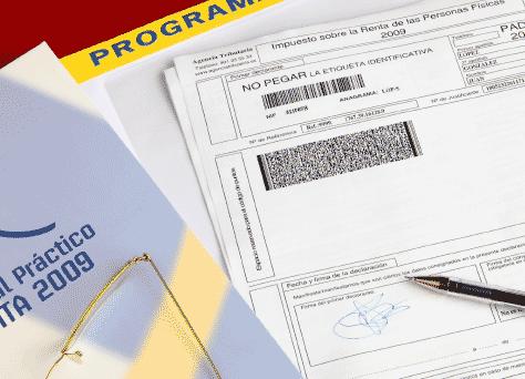 Documentos de un asesor fiscal-tributario con información sobre asesoramiento en materia fiscal y tributaria de impuestos y tributos.
