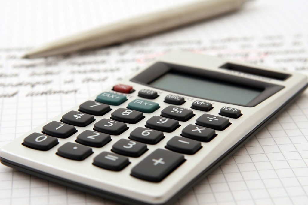 Calculadora de un asesor fiscal-tributario que utiliza en su asesoría para trabajar en el asesoramiento fiscal y tributario.